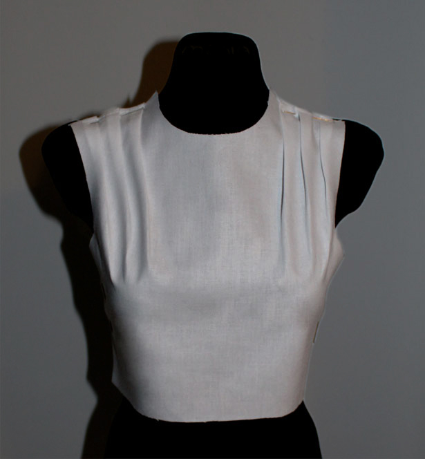 Bodice with folds on the shoulders