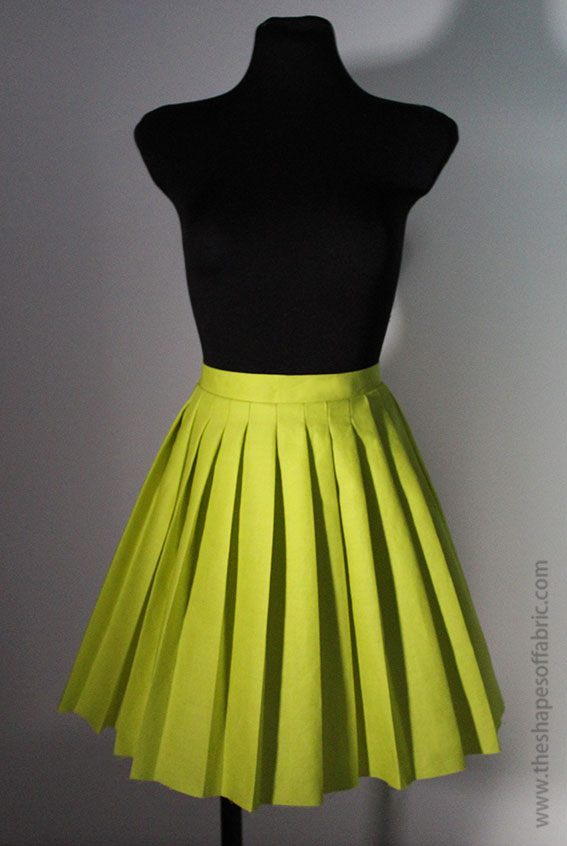 Discover how to draft flared and pleated skirts - The Shapes of Fabric