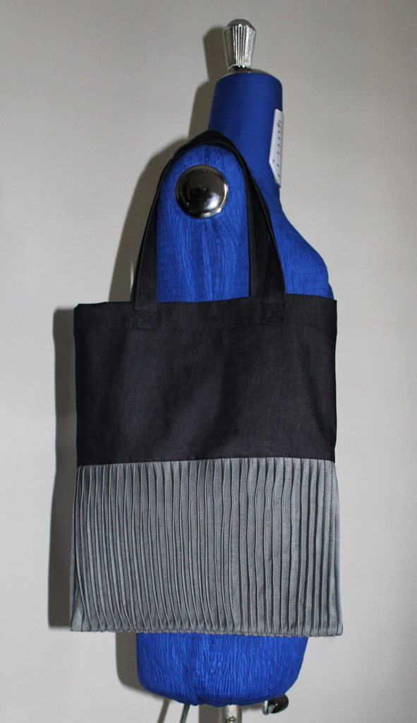 tote with pin tucks